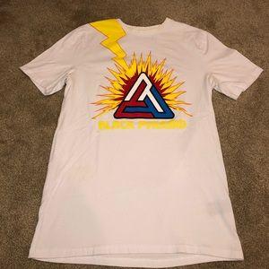 Vintage Black Pyramid Graphic T-shirt !